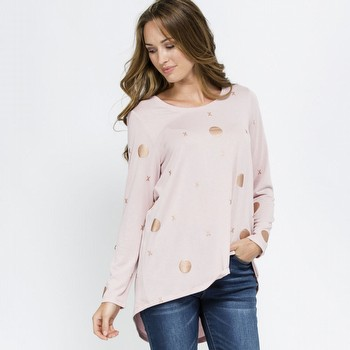 The Foil Print Top by Threadz is a super comfortable stretch knit top                                                                                            in a pretty dusty pink featuring an all over bronze metallic spot print.                                                                                         With a rounded neckline and a slightly A line shape to the bodice this on-trend                                                                                  pop over also features a dipped back hem.                                                                                                                        Models wear Size S and stand 178cm and 174cm respectively.