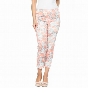 The Floral Print Pant by Threadz is the latest in casual style!                                                                                                  Featuring an on-trend floral print in soft hues of melon and natural beige                                                                                       this comfortable cotton stretch pant features a wide elastic waistband,                                                                                           straight classic leg fit and a cropped seven eighth leg length. Models                                                                                          wear Size S and stand 178cm and 175 cam tall respectively.